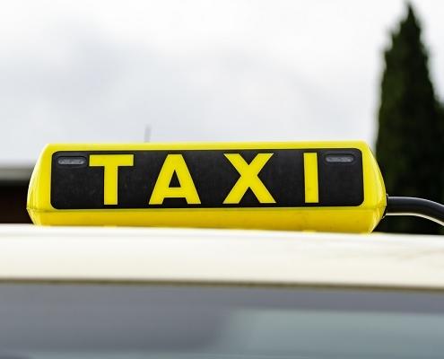 coronavirus-:-les-taxis-et-vtc-au-service-des-professionnels-de-sante